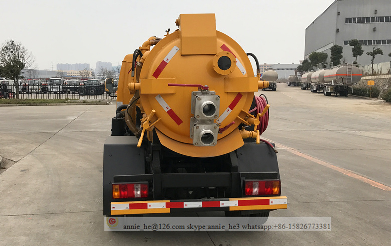 Sewer vacuum suction truck