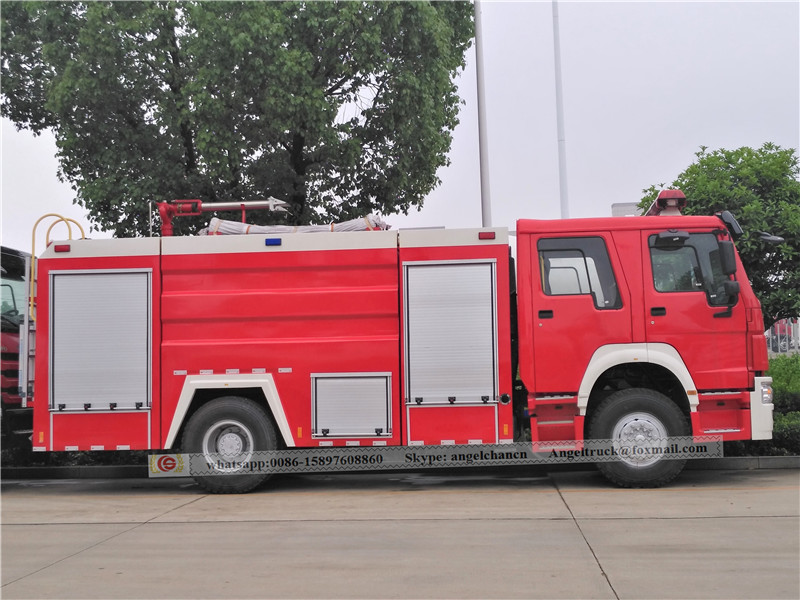 Fire fighting service vehicle