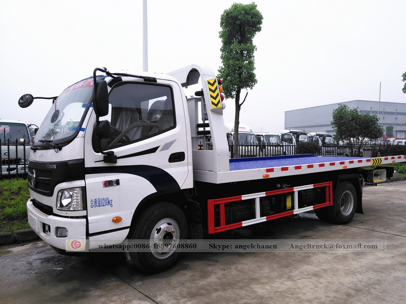 Flatbed tow wrecker truck